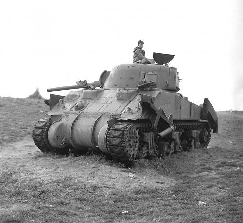 Click image for larger version  Name:FO121672 Tank Memorial - original markings.jpg Views:3 Size:555.4 KB ID:116897