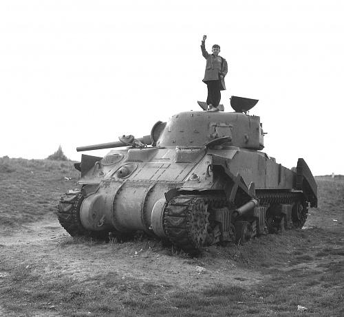 Click image for larger version  Name:FO121673 Tank Memorial - original markings.jpg Views:5 Size:516.3 KB ID:116898