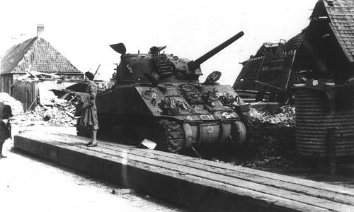Click image for larger version  Name:Sherman %22Cock o'the North%22 (col. J.C. van Winkelen).jpg Views:1 Size:152.8 KB ID:116968