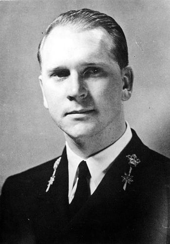 Click image for larger version  Name:portret johannes blok marine officier resized.jpg Views:191 Size:82.6 KB ID:17112
