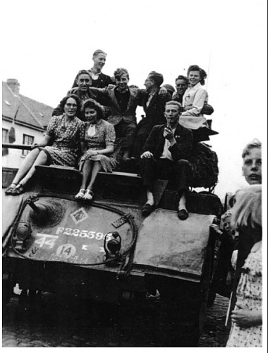 Click image for larger version  Name:12 sept 19444 holland.jpg Views:7 Size:107.6 KB ID:105306