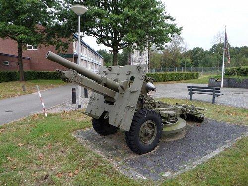 Click image for larger version  Name:SAM_3405 25-pdr Oranjekazerne Holland.jpg Views:5 Size:113.2 KB ID:69588