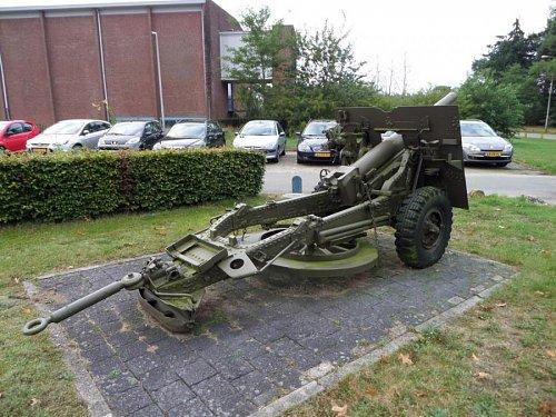 Click image for larger version  Name:SAM_3408 25-pdr Oranjekazerne Holland.jpg Views:5 Size:115.3 KB ID:69589
