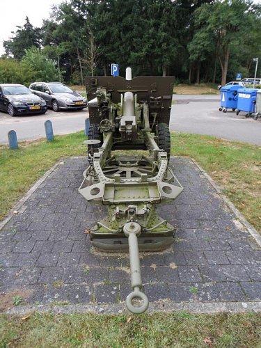 Click image for larger version  Name:SAM_3417 25-pdr Oranjekazerne Holland.jpg Views:4 Size:123.3 KB ID:69595