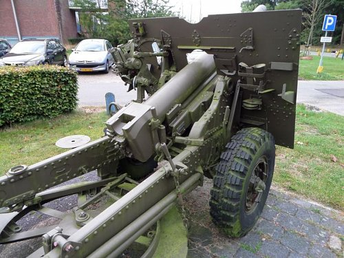 Click image for larger version  Name:SAM_3409  25-pdr Oranjekazerne Holland.jpg Views:2 Size:110.1 KB ID:69596