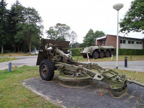 Click image for larger version  Name:SAM_3416 25-pdr Oranjekazerne Holland.jpg Views:8 Size:101.5 KB ID:69583