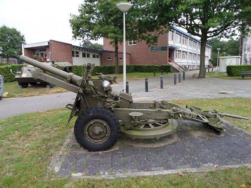 Click image for larger version  Name:SAM_3421 25-pdr Oranjekazerne Holland.jpg Views:3 Size:118.0 KB ID:69593